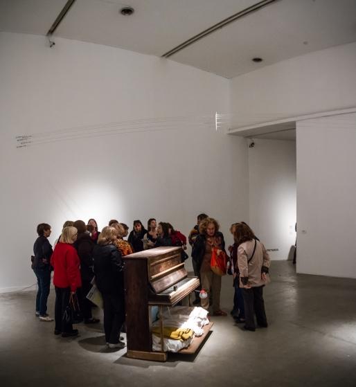 S/T (piano intervenido) Nicolás Bacal. Foto: Roberto Wolk